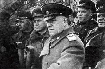Командующий 1-м Белорусским фронтом Г.К. Жуков на командном пункте